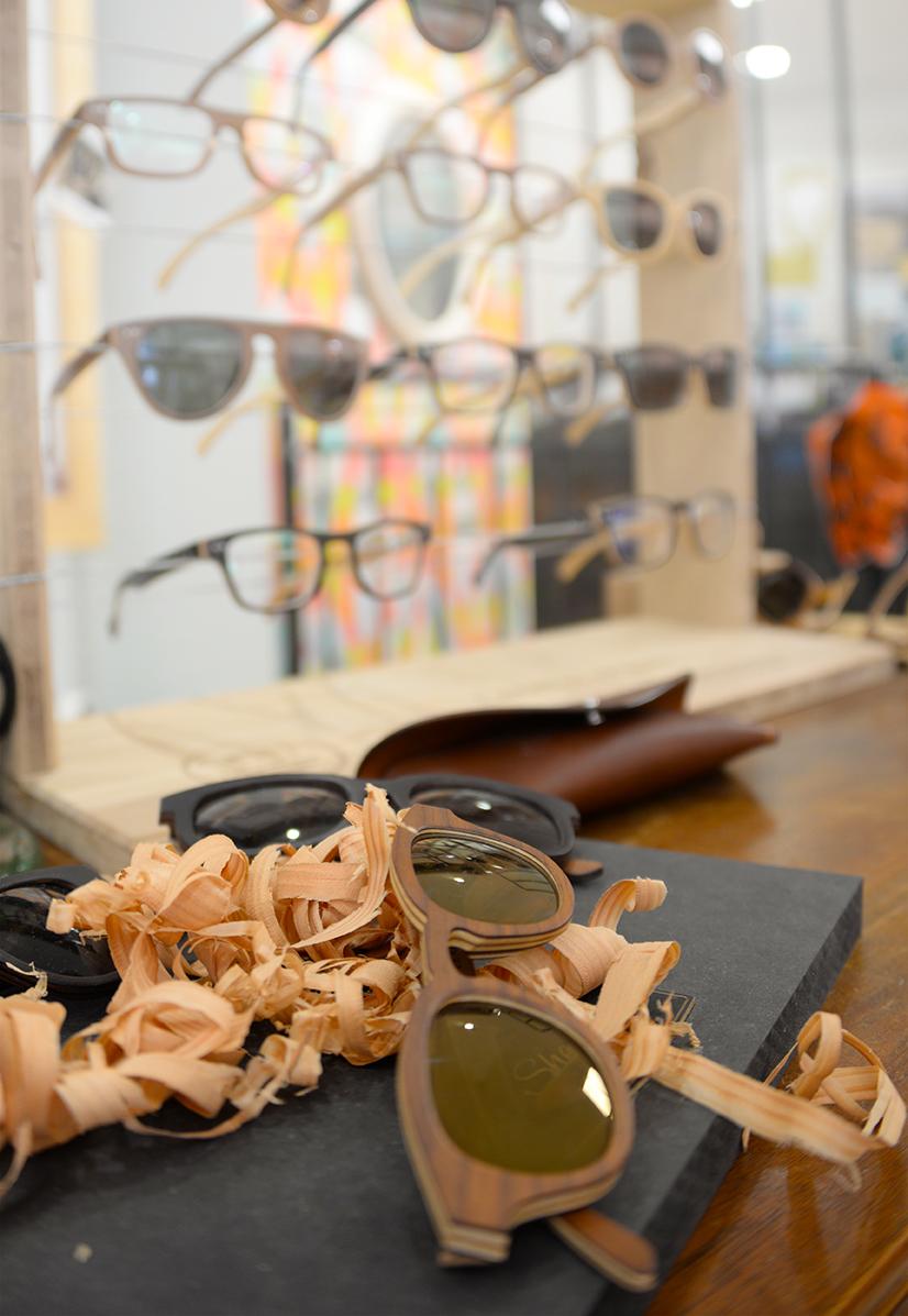 ... de référence dans l univers des lunettes de créateurs, et également les  collections inédites de jeunes créateurs passionnés, toute fabriquées avec  amour ... d43d1da541a1
